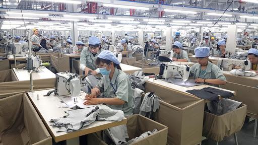 xưởng may quần áo bảo hộ trong nước