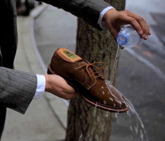 giày da lộn bị bạc màu