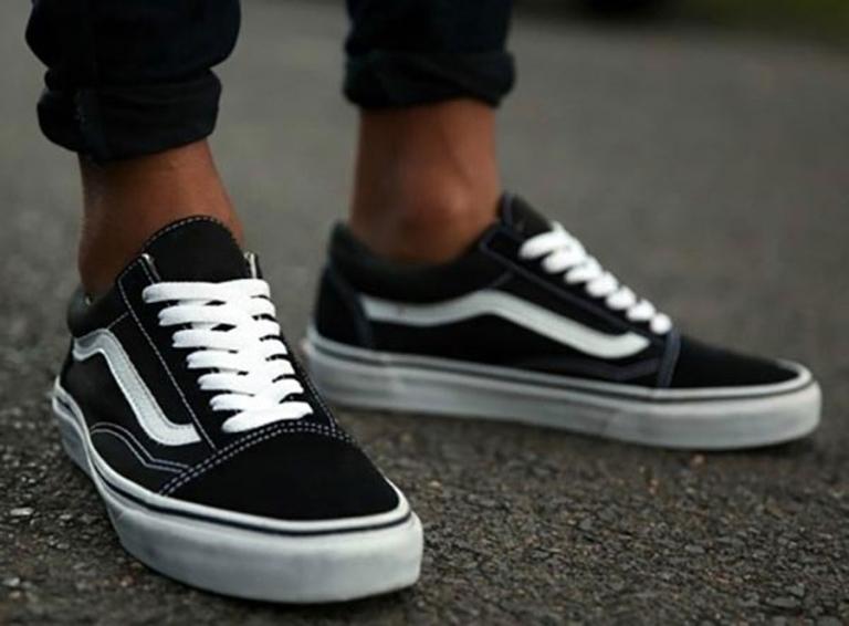 Cách giấu dây giày