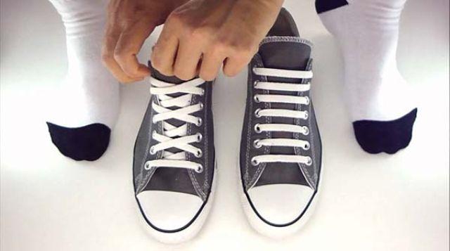 Cách giấu dây giày (3)